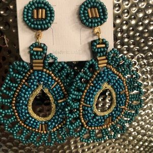 Jewelry - Darling boho Beaded Turquoise & Gold Accent